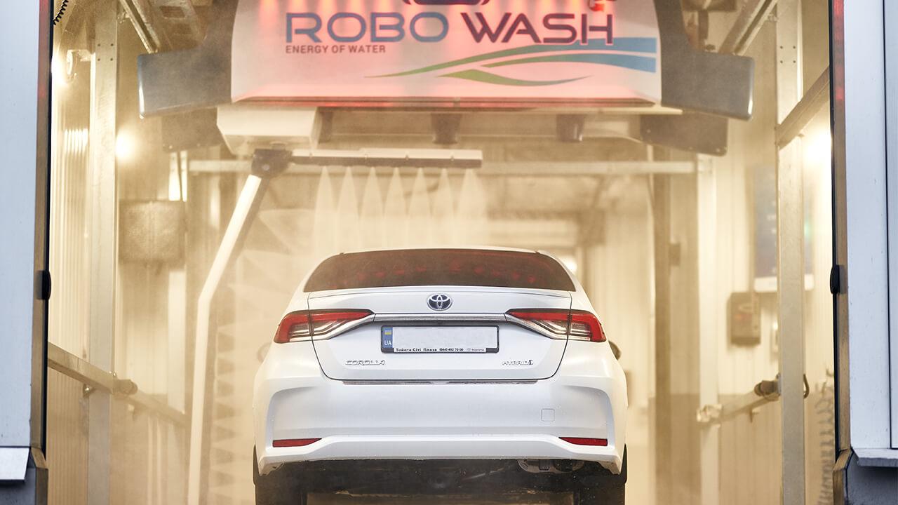 автоматическая бесконтактная мойка RoboWash в Тойота Сити Плаза Киев