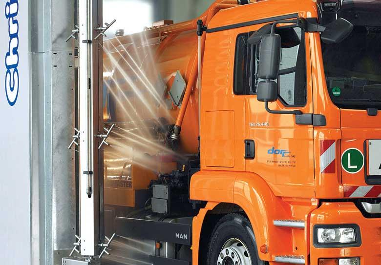 Мойка высоким давлением на автоматической мойки грузовых автомобилей